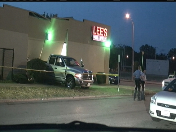 Smash Grab Thieves Ram Truck Into Lee S Pawn Jewelry Fox 2