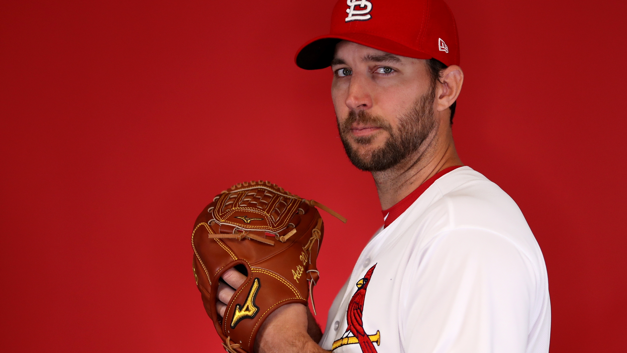 Wild Wainwright Pitches Cards Past Hamels Cubs 2 1 To Sweep