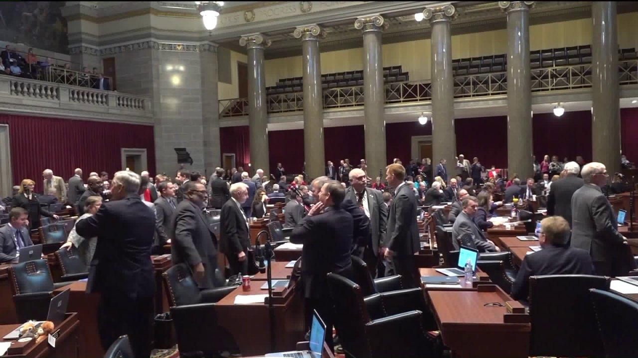 Missouri anggota parlemen menyetujui multi-miliar dolar virus tagihan