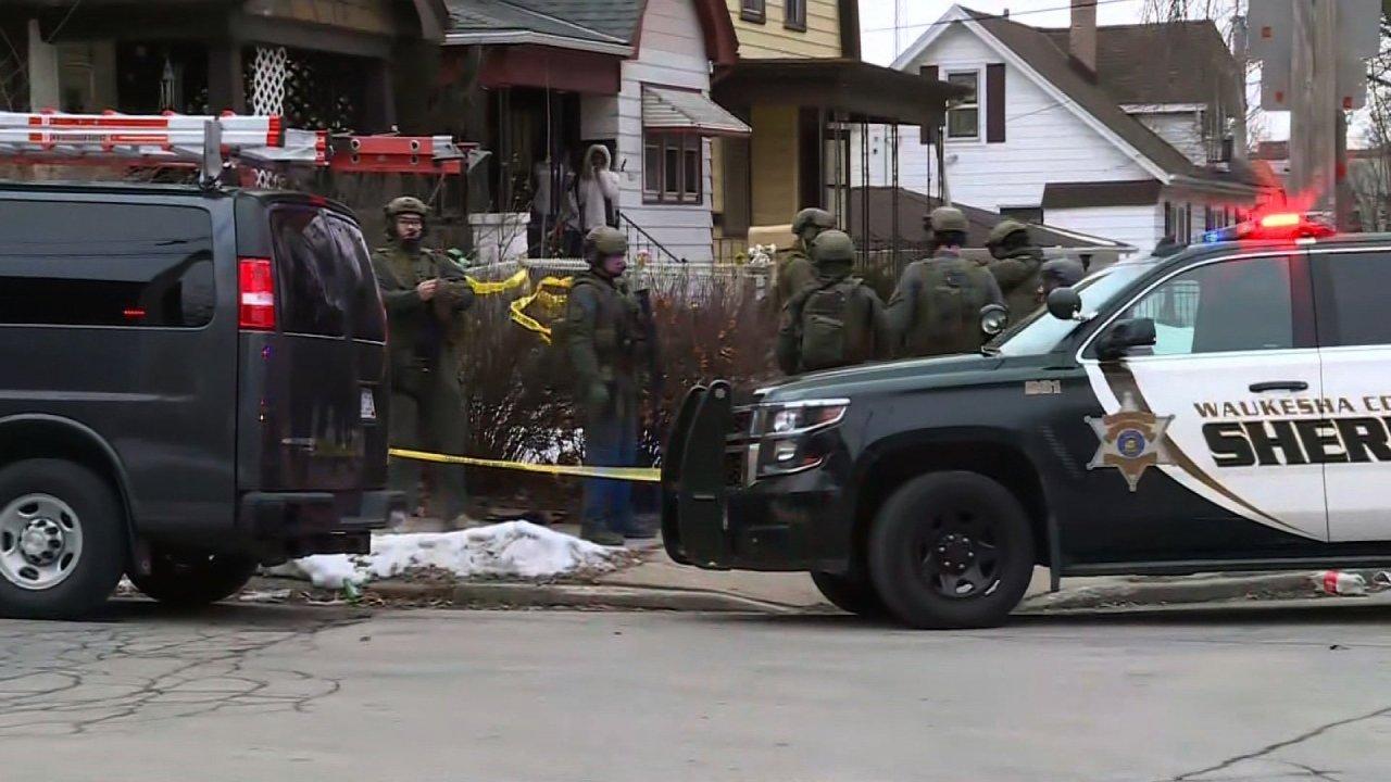 5人が殺害された後の労働者が開き火でエール様なミルウォーキー; gunmanも死