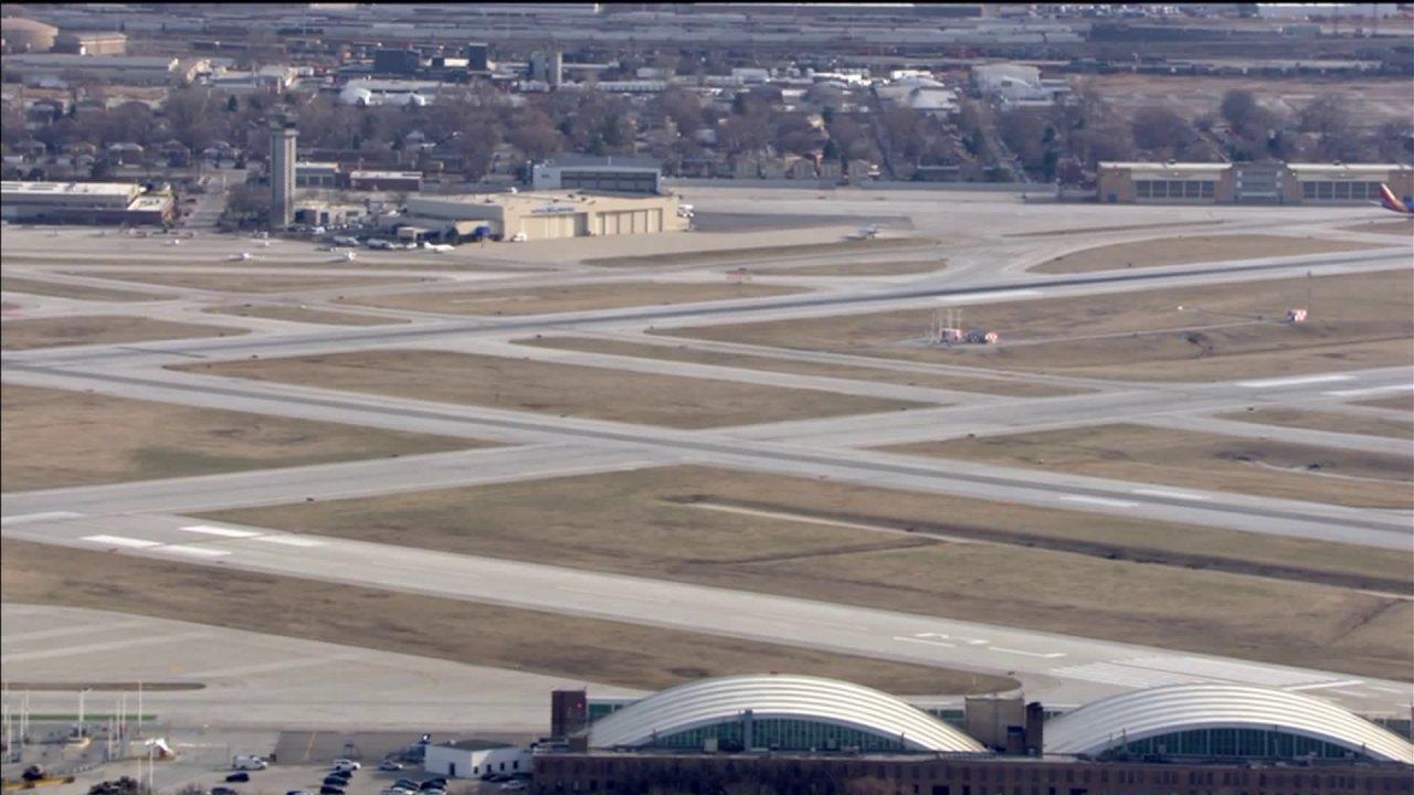 Control tower in Chicago Midway Flughafen geschlossen, nach 'einigen' Techniker-test positiv für COVID-19