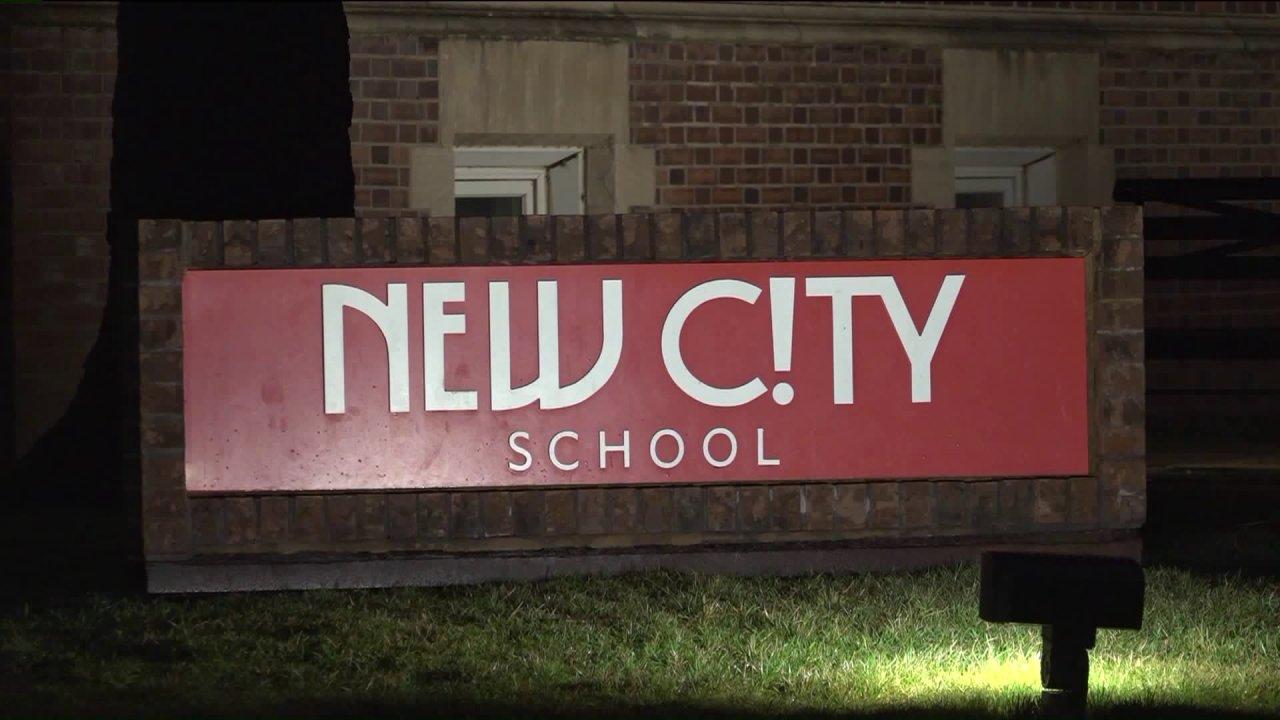Neue Stadt, Schule geschlossen Dienstag als Elternteil erfährt coronavirus testen; Standort dienen noch heute als Wahllokal