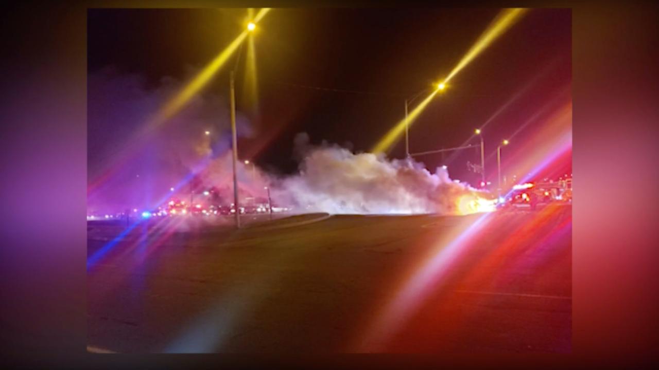 イリノイ州の人を引く赤ちゃんの燃える車両、人生の節約