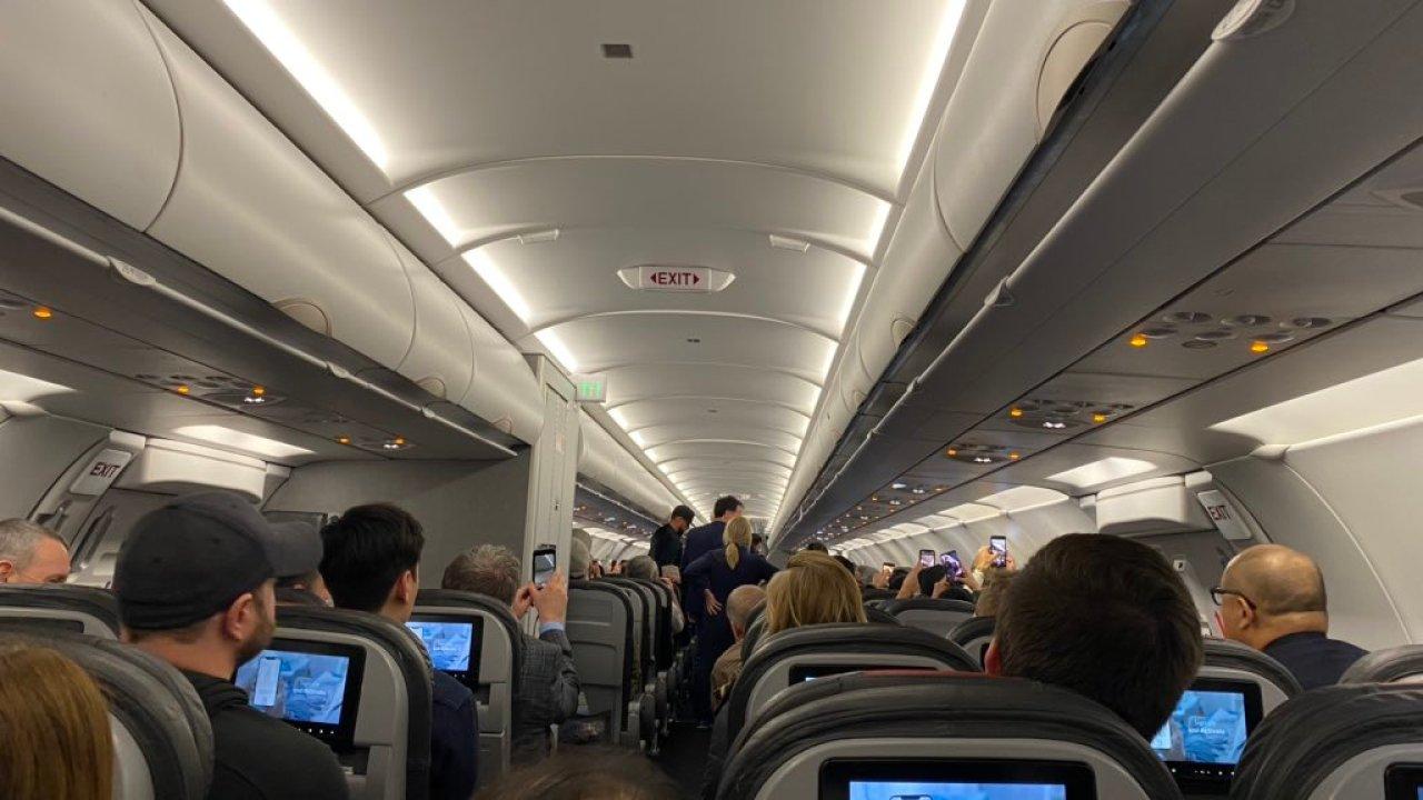 American Airlines Flug umgeleitet nach St. Louis Lambert airport zum unruly passenger