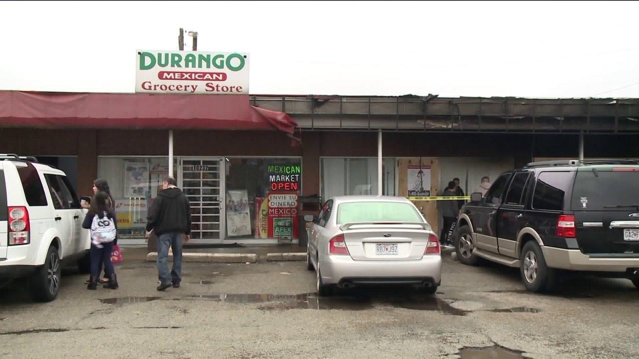 Keluarga dibuka Meksiko kelontong setelah api karakter mereka restaurant