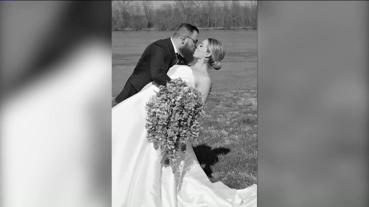 Coronavirus ζητά γάμο αλλαγές για την τοπική ζευγάρι