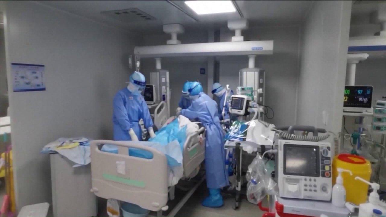 Συνταξιούχος υγείας των εργαζομένων προέτρεψε να σας βοηθήσει κατά τη διάρκεια της coronavirus ξέσπασμα