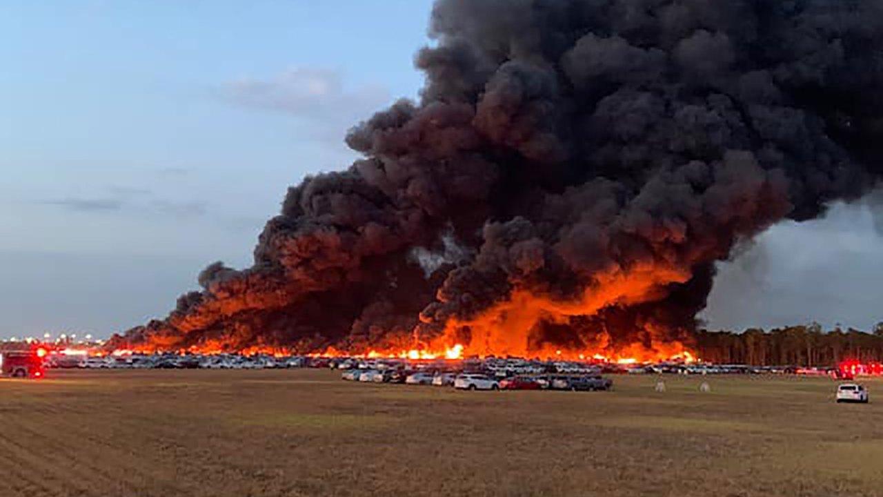 Kebakaran di Florida bandara menghancurkan lebih dari 3.500 sewa mobil