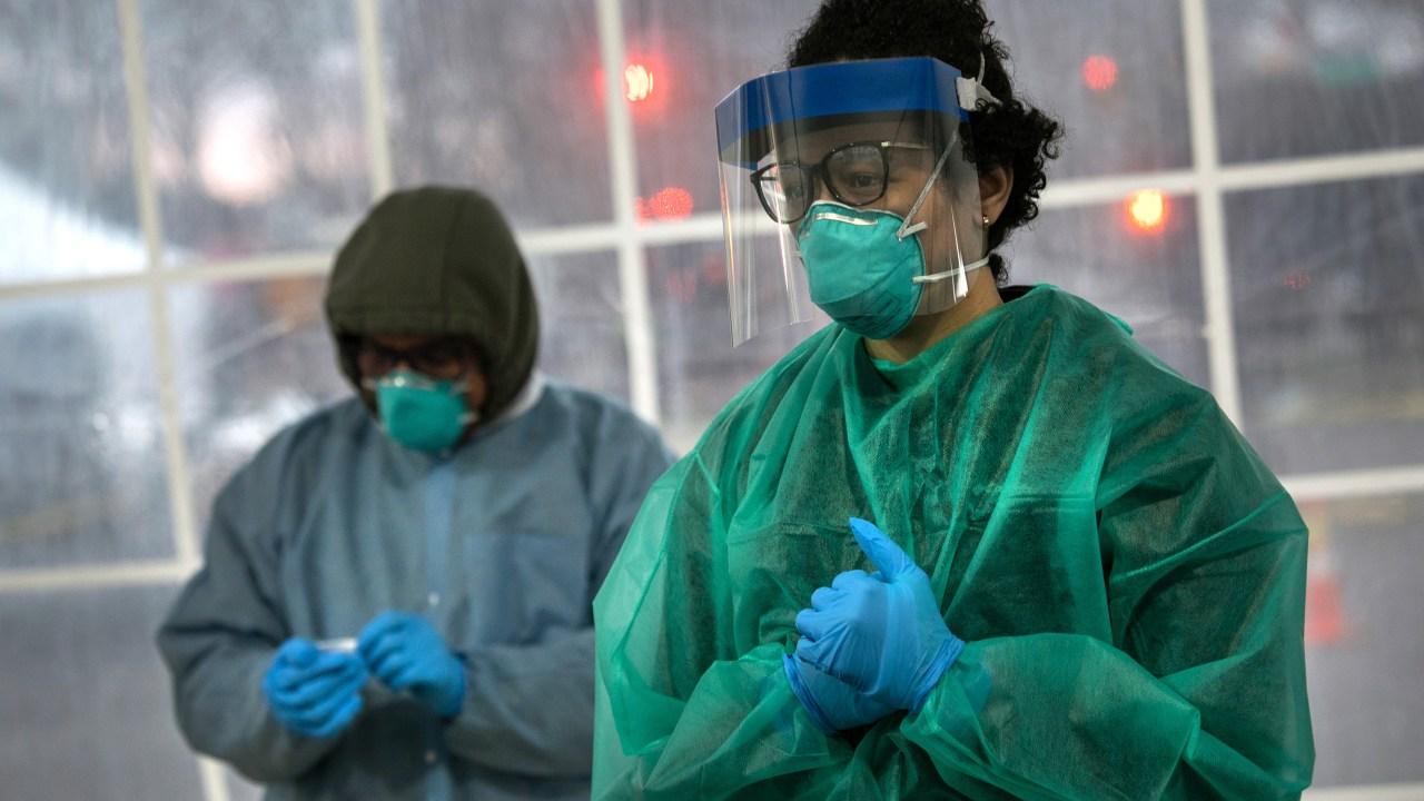 KAMI coronavirus melawan memasuki penting minggu karena jumlah kasus puncak 330,000