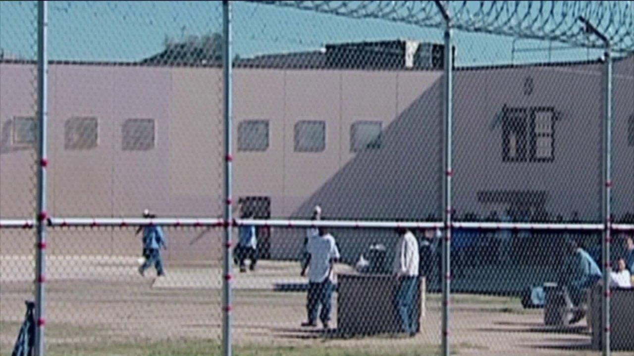 Φυλακές σε πανδημία; και τη σύνδεσή τους με τα νοσοκομεία