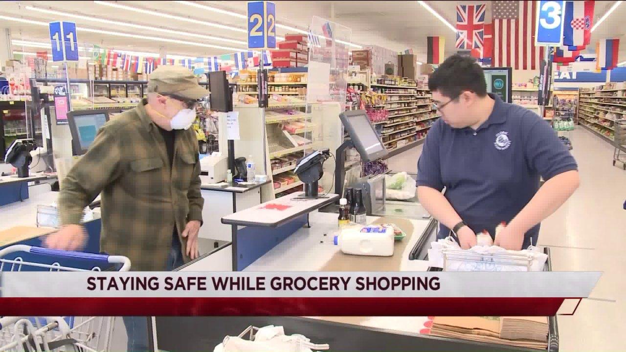 SLUcare επαγγελματία υγείας δίνει συμβουλές για την ασφάλεια για ψώνια
