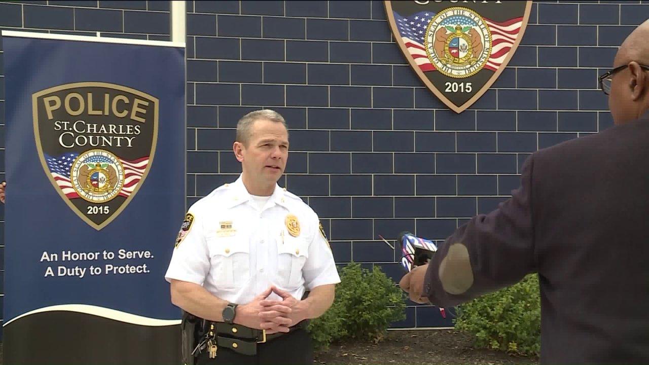 Departemen kepolisian berusaha untuk melindungi petugas dari coronavirus saat mengambil pendekatan hati-hati untuk pelanggaran ringan