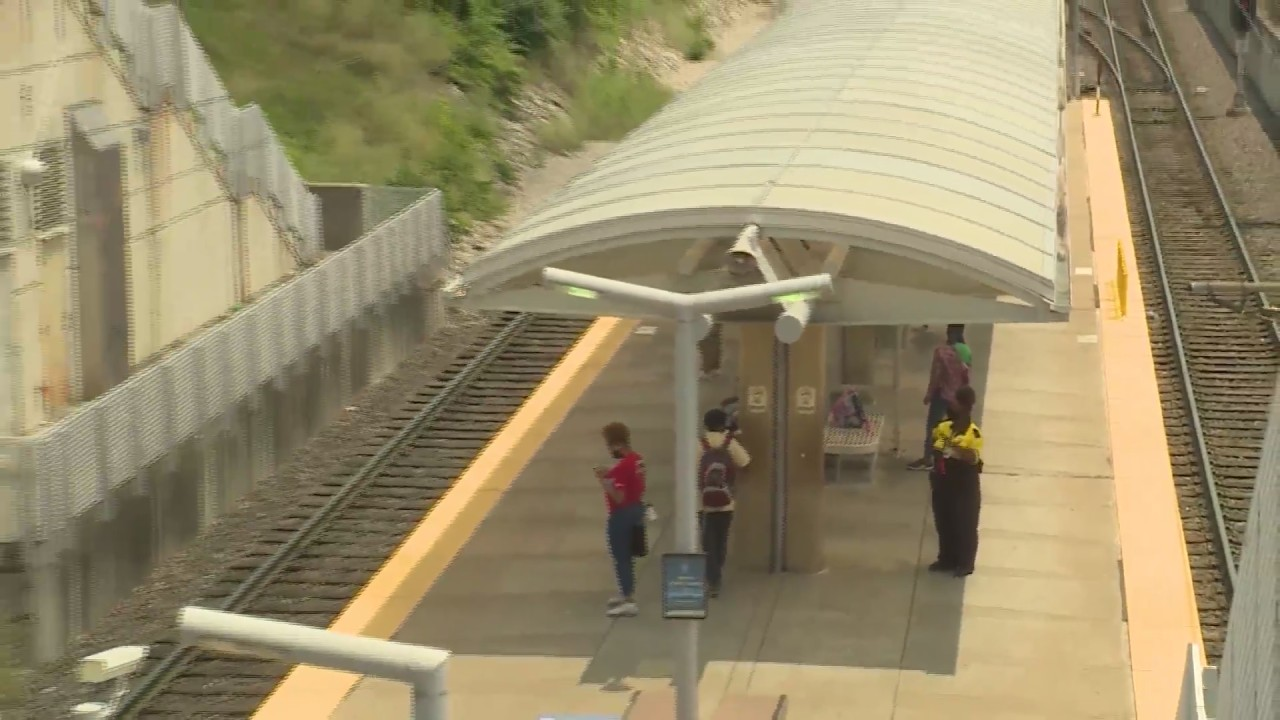 19-year-old beaten at MetroLink platform while nearby security guards stood by and watched