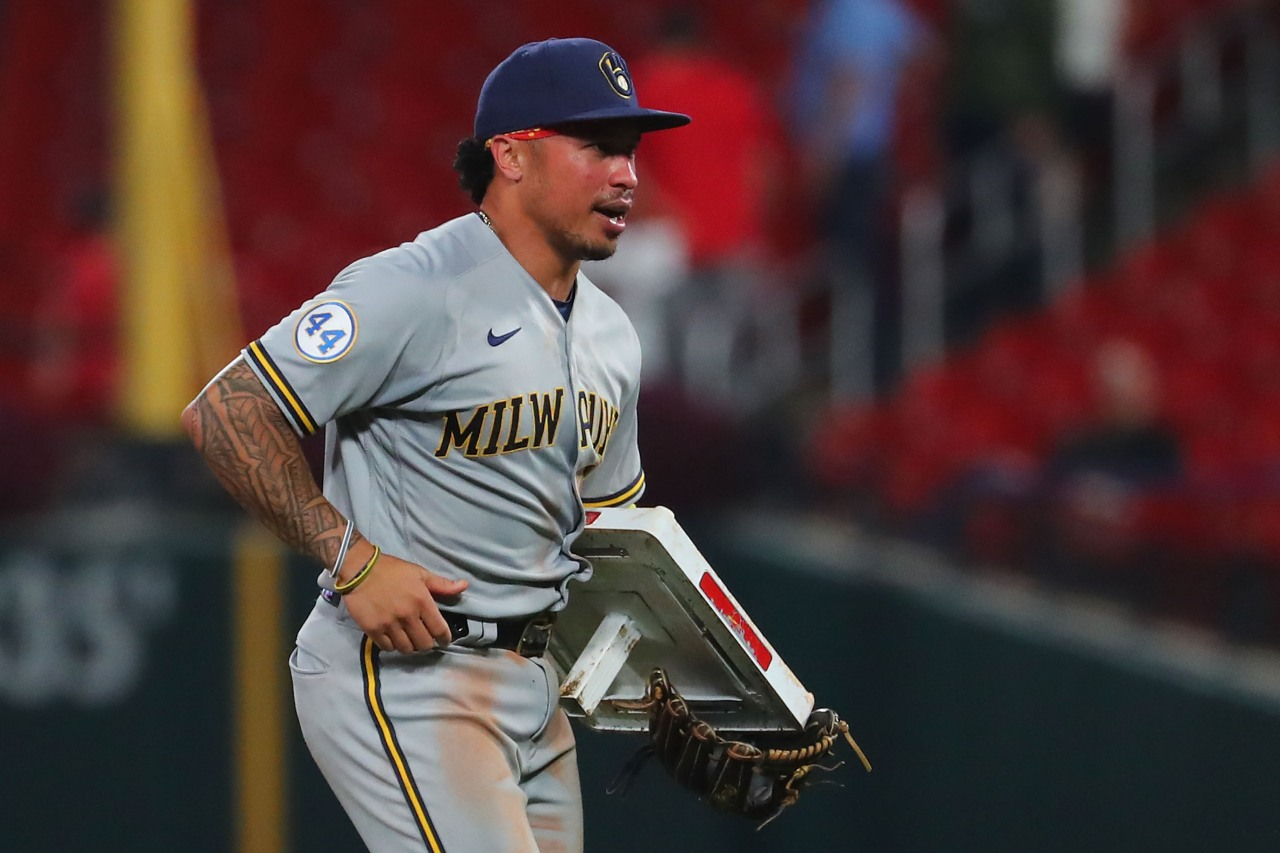 'Yadi, this is mine'; Kolten Wong steals second base, then literally takes the bag